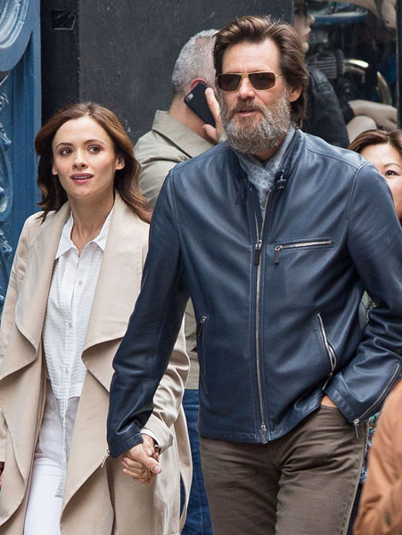 Picture Shows: Jim Carrey May 18, 2015 'The Bad Batch' actor Jim Carrey spotted out with a mystery woman in New York City, New York. The pair held hands as they made their way down the street. Exclusive All Rounder UK RIGHTS ONLY Pictures by : FameFlynet UK © 2015 Tel : +44 (0)20 3551 5049 Email : info@fameflynet.uk.com